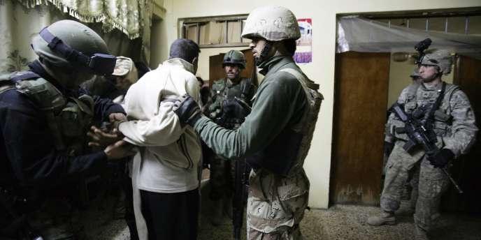 Arrestations de deux Irakiens accusés d'être des terroristes, le 22 mars 2008.