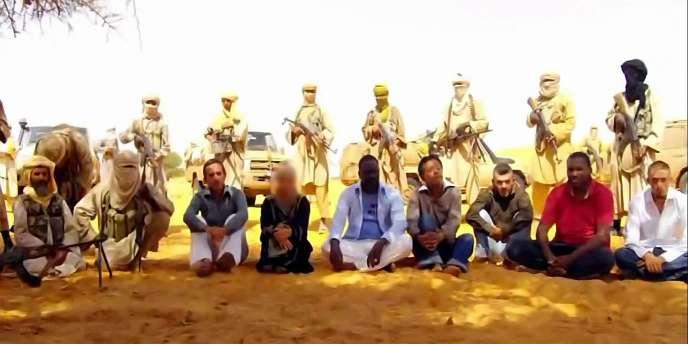 Capture d'écran représentant les sept otages enlevés à Arlit, au Niger, le 16 septembre 2010.
