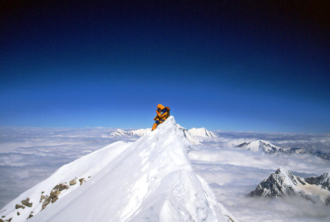Le sommet de l'Annapurna dans l'Himalaya. Photo prise le16mai2002 de l'alpiniste français Jean-Christophe Lafaille lors de son ascension.