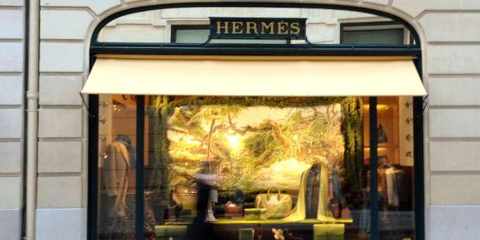 Le groupe Hermès est surtout connu pour sa maroquinerie et ses foulards de soie. Environ 20 % de son capital est en Bourse depuis 1993.