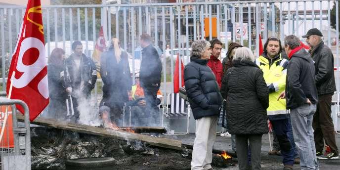 Piquet de grève devant la raffinerie de Grandpuits (Seine-et-Marne), vendredi 22 octobre.