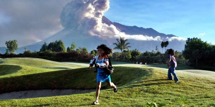 Le volcan Merapi sur l'île de Java est entré en éruption.