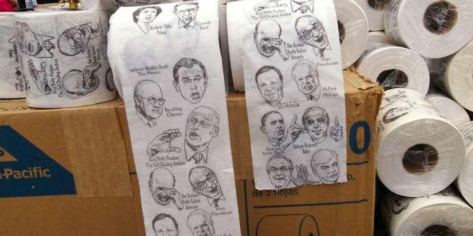 Des politiciens, de droite comme de gauche, caricaturés sur du papier toilette lors d'une meeting du Tea Party au Nevada, le 18 octobre.