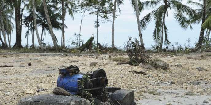 Dans le village Muntei Baru Baru, sur les îles indonésiennes Mentawai, des centaines de maisons ont été rasées par les puissantes vagues provoquées par un séisme de magnitude 7,7, lundi 25 octobre