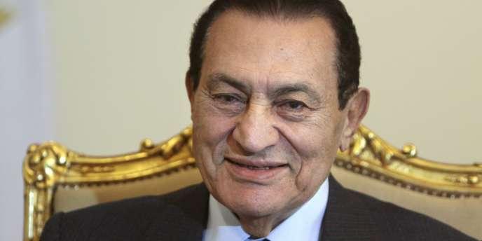 Hosni Moubarak, 82 ans, avait succédé à Anouar El Sadate en 1981.