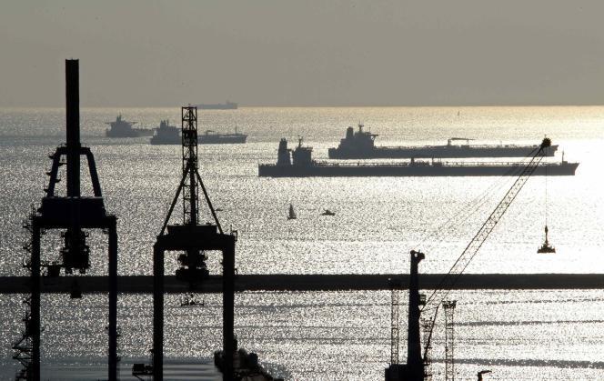 L'essoufflement des économies européennes et le blocage des économies du sud de la Méditerranée appellent un sursaut dans le cadre d'un ensemble euro-méditerranéen plus compétitif, aussi bien vis-à-vis de l'Extrême-Orient que de la zone économique nord-américaine (port de Marseille).