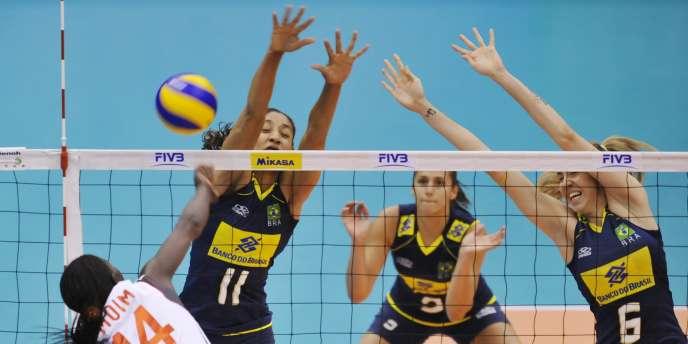 Le Brésil a bien débuté la compétition en écartant les Kenyanes trois sets à zéro.
