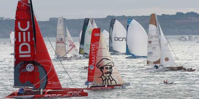Le départ de la neuvième édition de la Route du rhum a été donné dimanche à 13 h 02 au large de Saint-Malo.