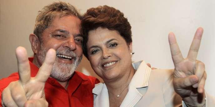L'ancien président brésilien Lula da Silva et Dilma Roussef saluent la victoire de cette dernière, le 1er novembre.