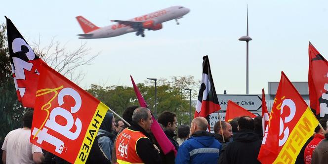 Le blocage des accès à l'aéroport de Toulouse a provoqué au moins une trentaine de kilomètres de bouchons dans l'agglomération toulousaine.
