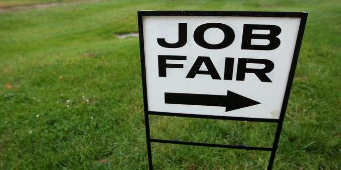 Les demandes d'allocations chômage sont tombées lors de la semaine avant Noël à leur plus bas niveau en près de deux ans et demi.