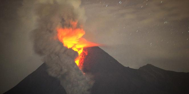 Le volcan Merapi, sur l'île de Java, est le plus actif d'Indonésie.