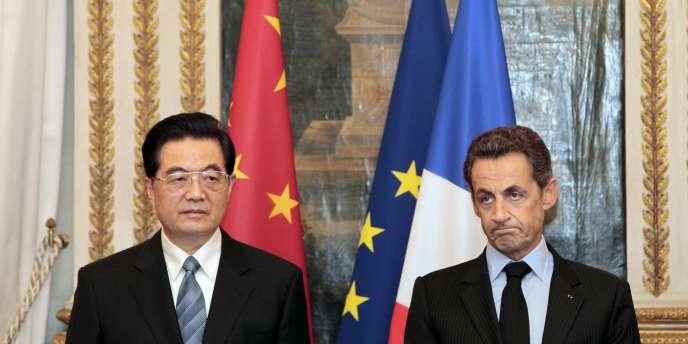 Les présidents chinois et français Hu Jintao et Nicolas Sarkozy à l'Elysée à Paris, le 4 novembre 2010.