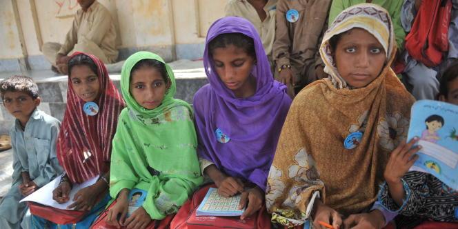 Au Pakistan, des écoliers à Jamshoro, le 25 septembre 2010.
