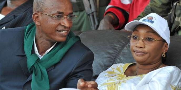 Cellou Dalein Diallo, accompagné de sa femme Halimatou, le 22 octobre à Conakry, était le favori du second tour de la présidentielle.