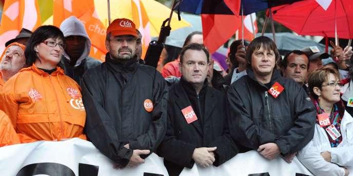 Le leader de la CFDT, François Chérèque (g), et celui de la CGT, Bernard Thibault, dans la manifestation parisienne contre la réforme des retraites, le 6 novembre.