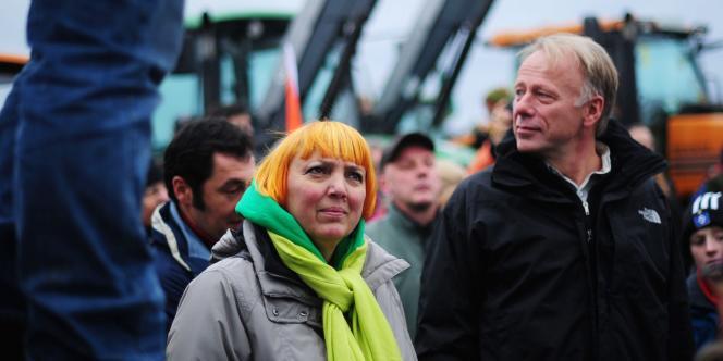 Claudia Roth, la co-présidente du parti Vert, manifeste contre le convoi nucléaire près du centre de stockage Gorleben, en Allemagne, le 6 novembre.