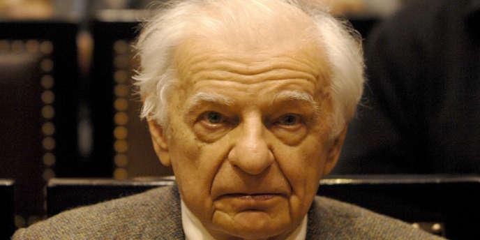 Le poète Yves Bonnefoy à Prague, en octobre 2007.