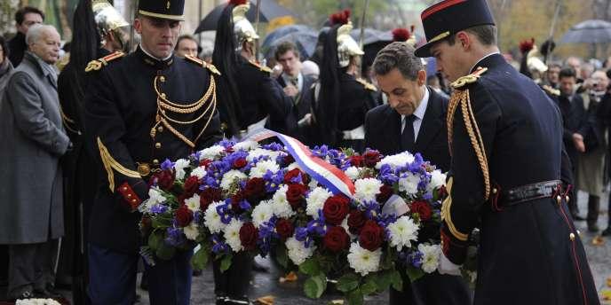 Comme le veut la tradition, le président de la République a déposé une gerbe sur la tombe du soldat inconnu.