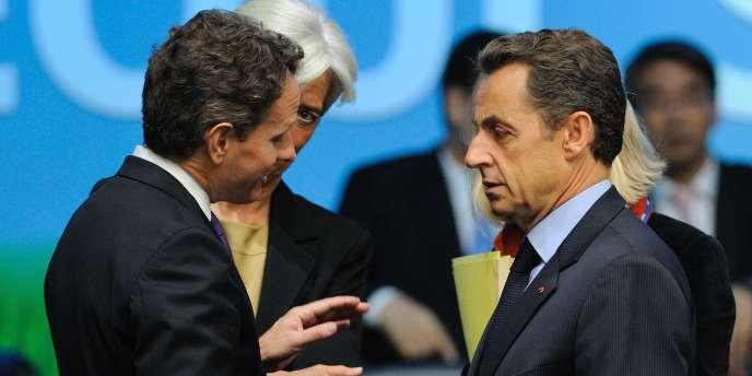 Nicolas Sarkozy en discussion avec le secrétaire d'Etat américain au Trésor, Timothy Geithner, lors du G20, le 12 novembre à Séoul.