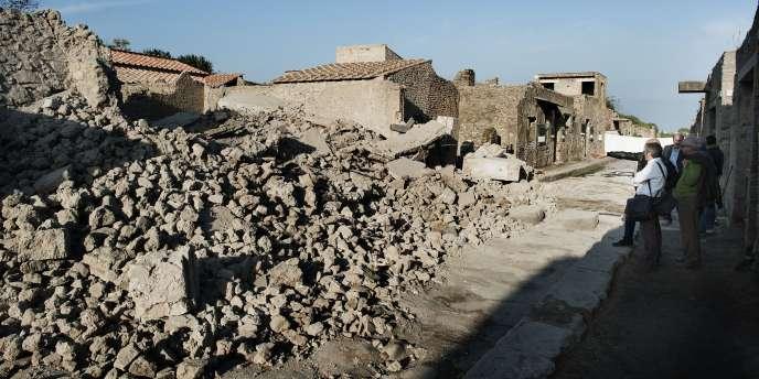 Les ruines de la Maison des gladiateurs à Pompéi après son effondrement, le 7 novembre 2010.