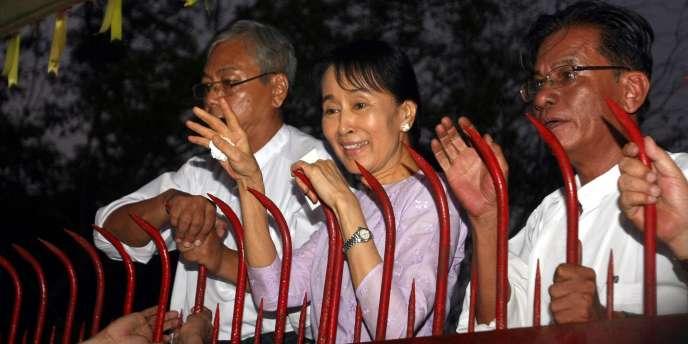 Symbole de la lutte pour la démocratie, le prix Nobel de la paix 1991 a passé 15 des 21 dernières années en détention.