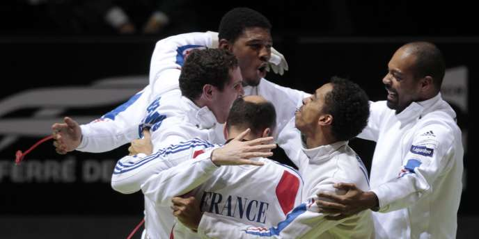 Les Français exultent, ils remportent le titre mondial devant leur public, samedi à Paris.