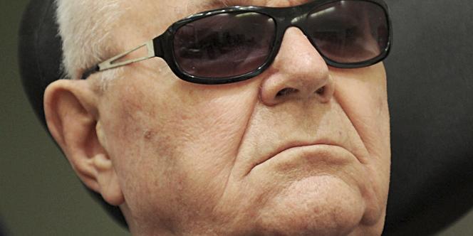 John Demjanjuk, accusé de complicité d'assassinats de 27 900 juifs au camp de Sobibor en 1943, devant la cour d'assises de Munich, le 20 avril 2010.