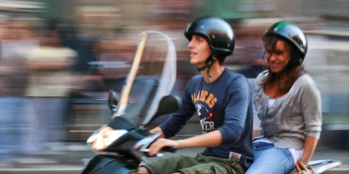 Une formation de sept heures sera obligatoire pour les automobilistes détenteurs d'un permis B, qui voudront conduire un scooter de 125 cm3 sans en avoir eu les cinq dernières années.