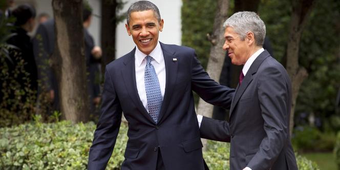Barack Obama en compagnie du premier ministre portugais José Socrates, à Lisbonne, vendredi 19 novembre.