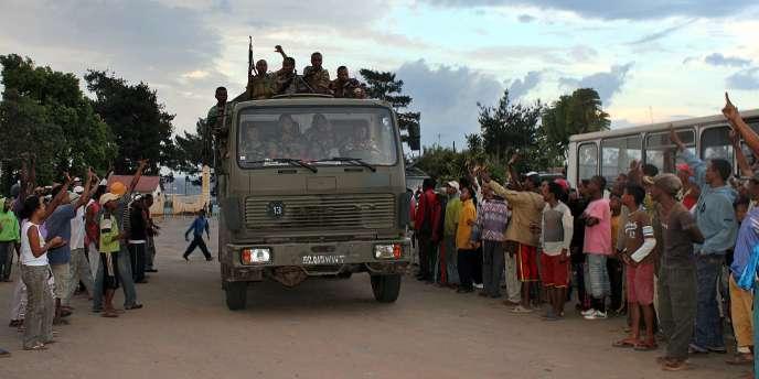 L'intervention de l'armée, qui a duré moins d'une heure avec quelques échanges de tirs, n'a pas fait de victime, et les vingt militaires se rendus.