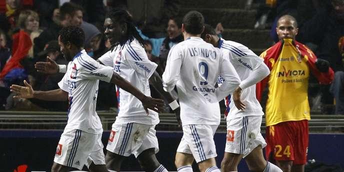 Bafetimbi Gomis et les Lyonnais face à Lens le 21 novembre.