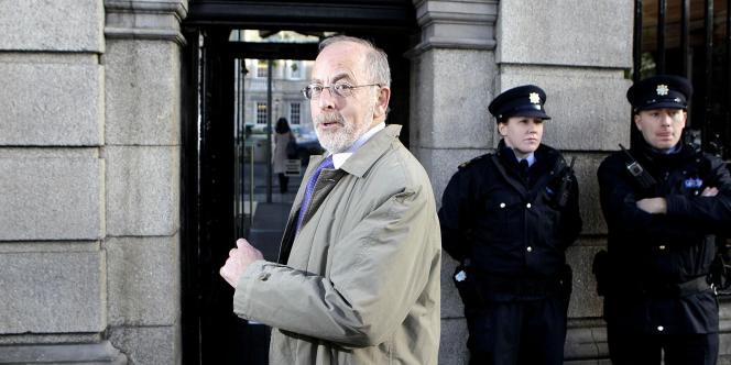 Patrick Honohan , le président de la banque centrale irlandaise, devant le Parlement irlandais, le 10 novembre 2010.