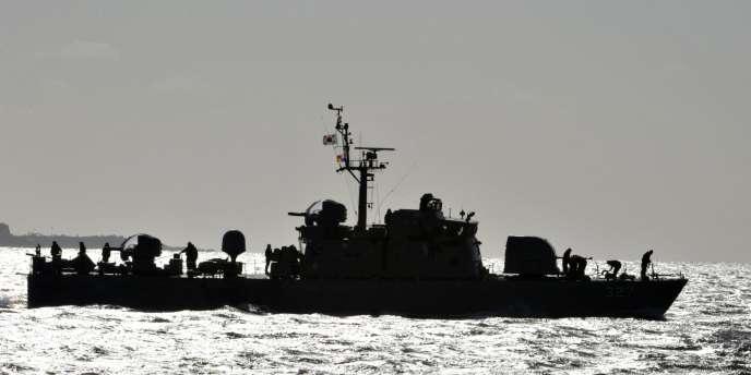 Un navire sud-coréen effectue une patrouille près de l'île de Yeonpeong, en novembre 2010.