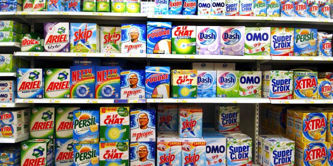 Après le retrait des phosphates des lessives en 2007, les associations réclament la fin du perchloroéthylène dans les pressings.