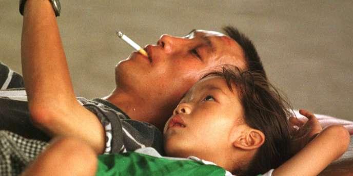 Les femmes et les enfants sont les premières victimes du tabagisme passif.