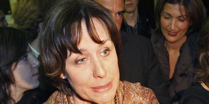 La sénatrice (UMP) du Bas-Rhin, Fabienne Keller, a présenté le 10 juillet 2012 un rapport sur les maladies émergentes.