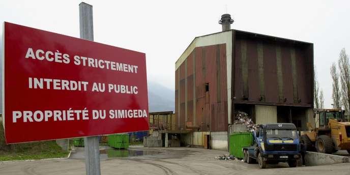 Photo d'archives prise le 20 avril 2005 à Gilly-sur-Isère de l'usine d'incinération d'ordures ménagères de la ville.