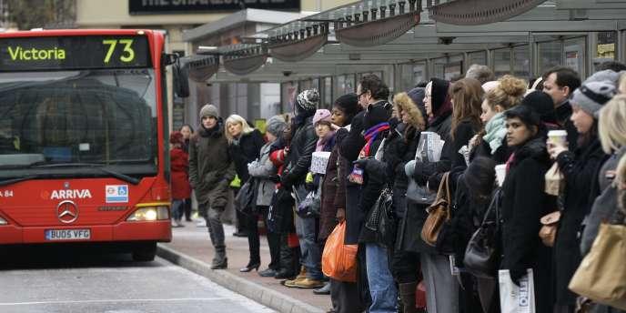 Pour pallier l'impact de la grève dans le métro londonien, lundi 29 novembre, la municipalité a mis en service davantage de bus et de navettes fluviales.