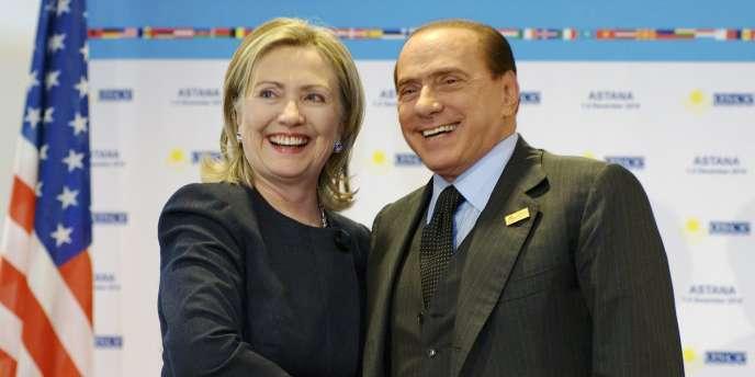 Hillary Clinton et Silvio Berlusconi au sommet de l'OSCE du Kazakhstan, le 1er décembre.