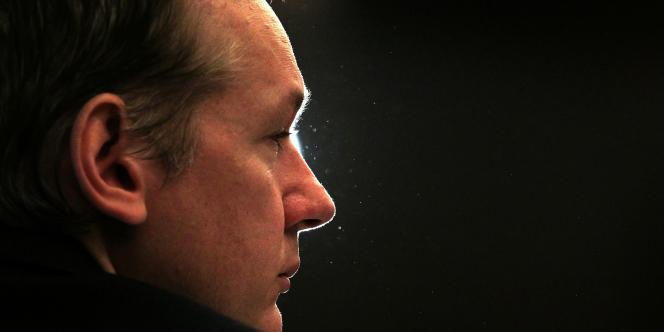 Julian Assange, le 23 octobre 2010, à Londres, lors de la conférence de presse organisée à l'occasion de la révélation par WikiLeaks des documents sur la guerre en Irak.