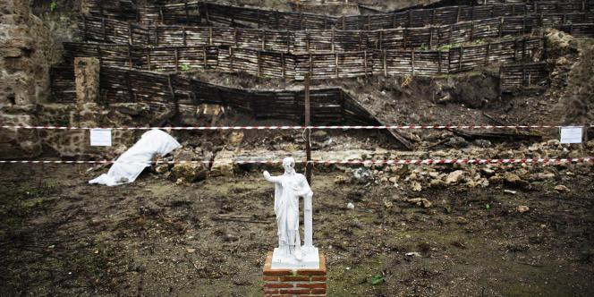 En novembre 2010, un mur d'une douzaine de mètres protégeant