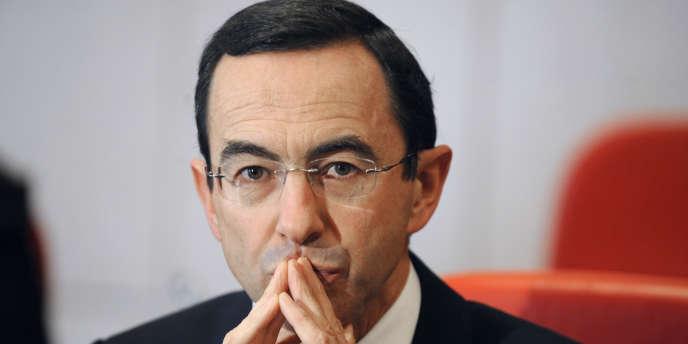 Le sénateur Bruno Retailleau pose, le 30 novembre 2010 dans l'hémicycle du conseil général de Vendée à La Roche-sur-Yon.