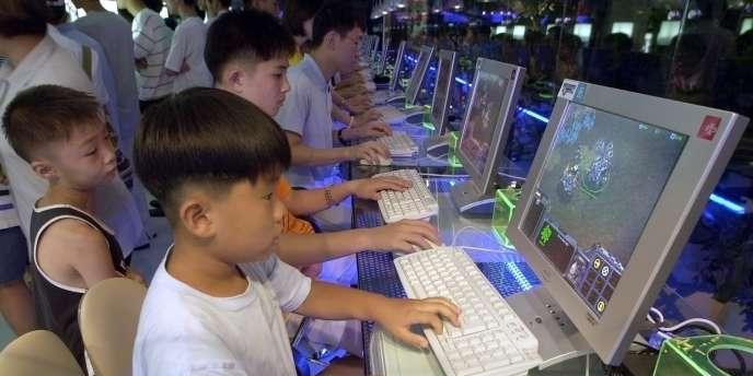 144 milliards de courriels sont échangés chaque jour. Le temps passé sur Internet a augmenté de 566 % depuis 2000.