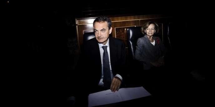Le premier ministre espagnol, José Luis Rodriguez Zapatero, et la ministre de l'économie, Elena Salgado, au Parlement espagnol le 1er décembre 2010.