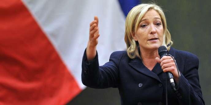 La vice-présidente du Front national, Marine Le Pen, lors d'une conférence de presse à Bordeaux, le 27 novembre 2010.