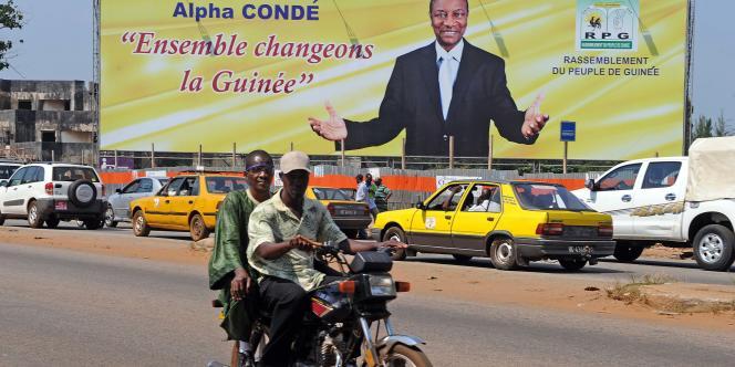 La Guinée attendait anxieusement ces résultats définitifs, deux semaines après l'annonce de la victoire provisoire de Condé qui avait été suivie de trois jours de violences dans des fiefs de Diallo.
