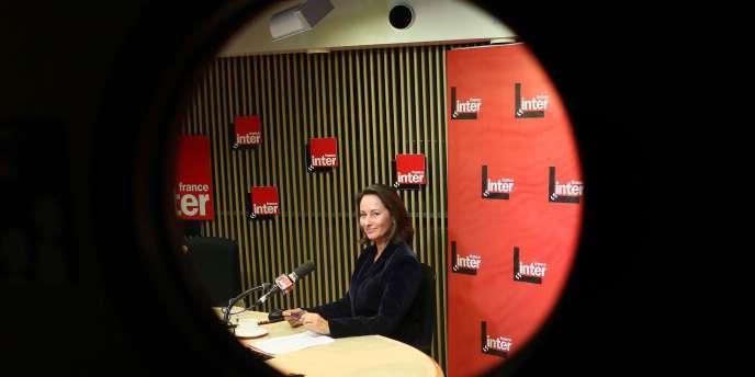 A dix-sept mois de la présidentielle , l'ancienne candidate PS à l'Elysée, Ségolène Royal, franchit le pas et précipite le calendrier des primaires socialistes en se déclarant candidate.