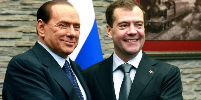 Dimitri Medvedev (à droite) se trouvait près de Sotchi avec le premier ministre italien, Silvio Berlusconi, vendredi 3 décembre 2010.