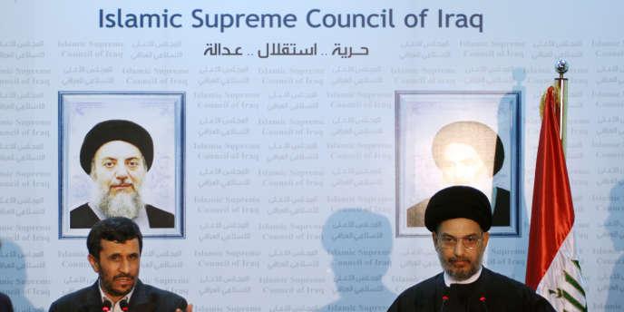 Le président iranien Mahmoud Ahmadinejad, aux côtés du leader chiite irakien Abdel Aziz al-Hakim, lors de son voyage officiel en Irak en mars 2008.